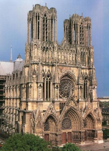 「ゴシックの女王」と呼ばれるランス大聖堂(仏)