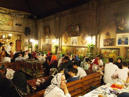 テヘランのチャイハネ(伝統的喫茶店)