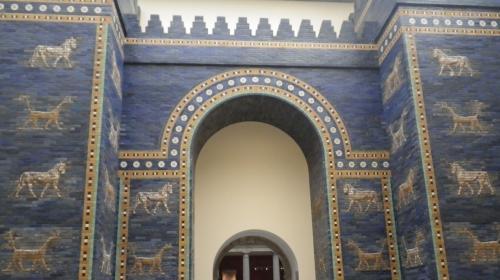 べルリン・ペルガモン博物館に復元されたバビロンのイシュタル門