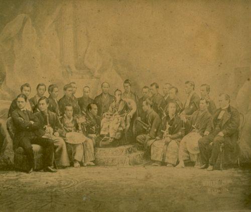 1867年パリ万博の幕府使節(©松戸市戸定歴史館)