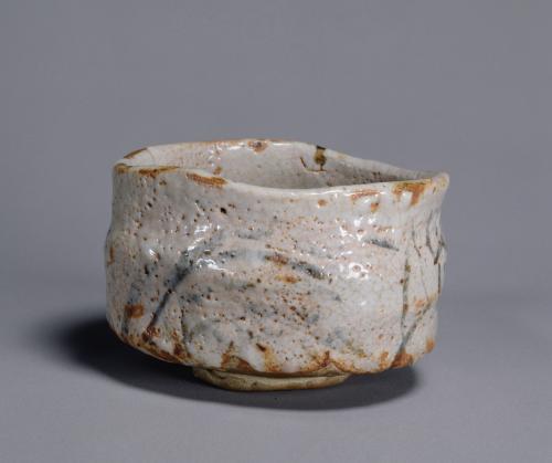 志野茶碗 銘 振袖 美濃 桃山時代(17世紀)東京国立博物館所蔵Image:TNM Image Archives