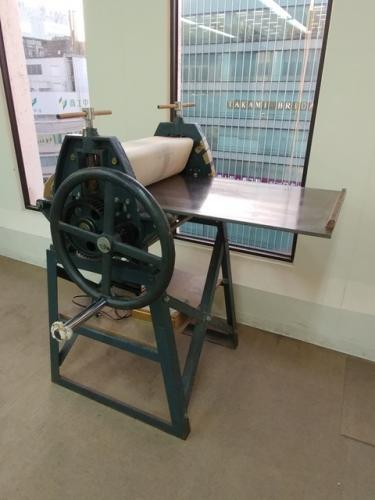 教室内のプレス機