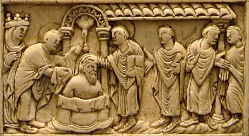 フランク王クローヴィスの洗礼を描いた象牙板彫刻(アミアン、9世紀)