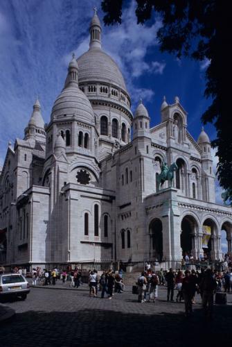パリのサクレ・クール教会堂正面