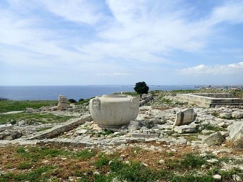 地中海を望むアマトス遺跡