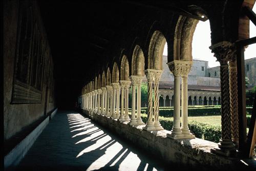 モン・レアーレ大聖堂の廻廊