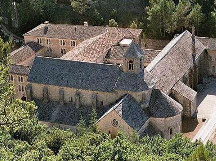 セナンク修道院(シトー会) 1140年建立