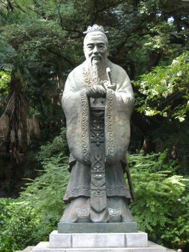 湯島聖堂の孔子像