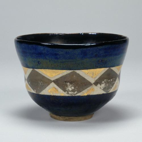 野々村仁清「色絵菱繋文茶碗」17世紀 愛知県陶磁美術館蔵
