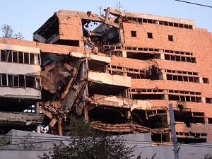 NATO軍の空爆を受けた旧ユーゴ国防省(ベオグラード)