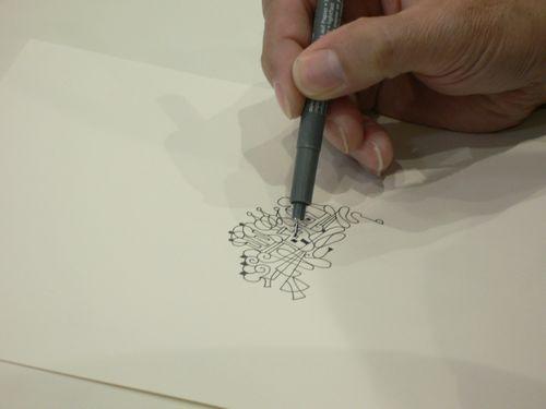 0.2mmのサインペンで描きます