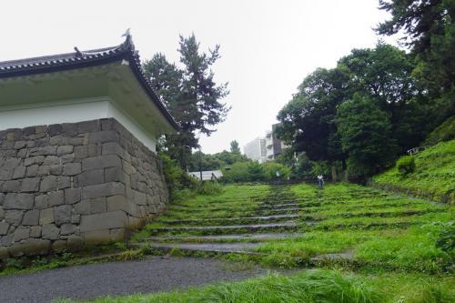 北の丸公園清水門内の階段