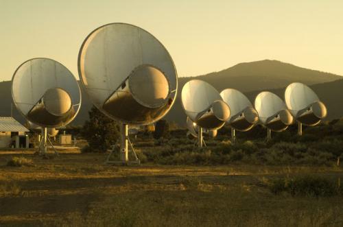 SETI研究所の地球外知的生命探査用アンテナ