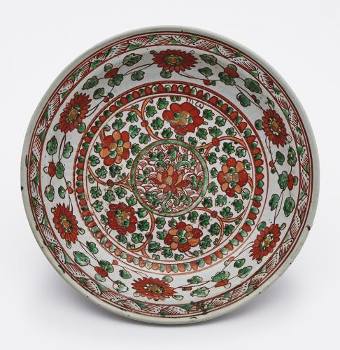 五彩纏枝花文盤 明時代 景徳鎮窯  MOA美術館